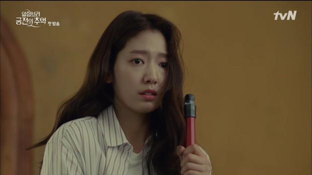 """Loạt bằng chứng cho thấy Hyun Bin vô lại vẫn hoàn vô lại trong """"Hồi Ức Alhambra"""" - Ảnh 2."""