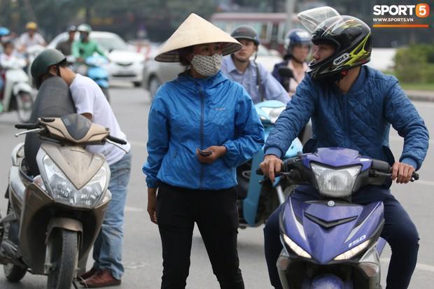 Vé chợ đen tăng phi mã trước trận Việt Nam đấu Philippines - Ảnh 1.