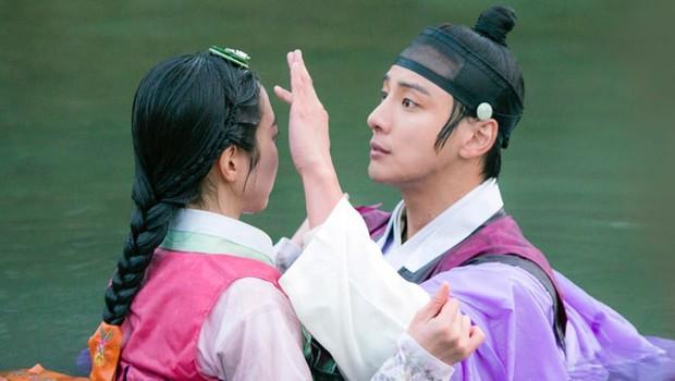 """Nhìn xem phim Hàn 2018 đã cho """"ra mắt chị em"""" bao nhiêu chàng bạn trai trong mơ! - Ảnh 33."""