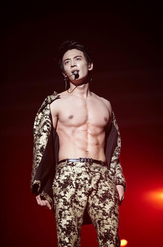 Nhìn những nam idol Kpop một thời mặt búng ra sữa lột xác ngoạn mục, cánh mày râu sẽ có thêm nhiều động lực - Ảnh 31.