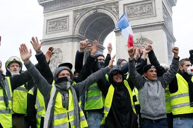Biểu tình Paris qua lời kể của du học sinh Việt: Cuộc sống ngày thường vẫn rất ổn, bất chấp bạo loạn vào cuối tuần - Ảnh 1.