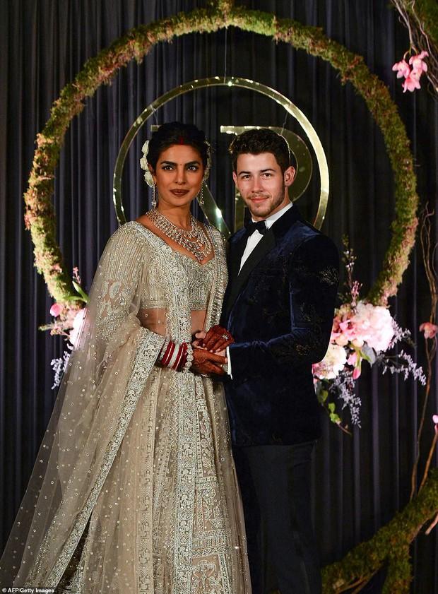Nick Jonas và Hoa hậu Thế giới hạnh phúc ngập tràn trong bữa tiệc cưới có cả Thủ tướng Ấn Độ tham dự - Ảnh 4.