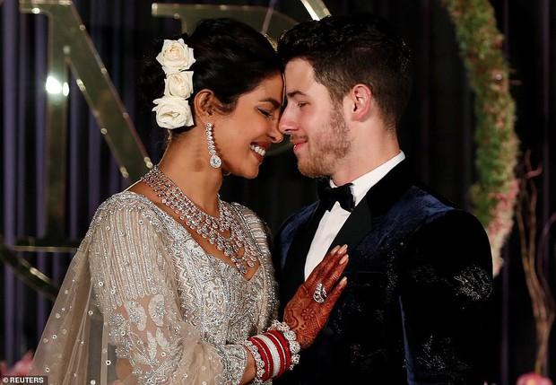 Nick Jonas và Hoa hậu Thế giới hạnh phúc ngập tràn trong bữa tiệc cưới có cả Thủ tướng Ấn Độ tham dự - Ảnh 1.