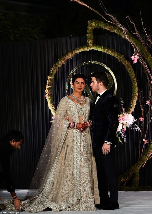 Nick Jonas và Hoa hậu Thế giới hạnh phúc ngập tràn trong bữa tiệc cưới có cả Thủ tướng Ấn Độ tham dự - Ảnh 5.