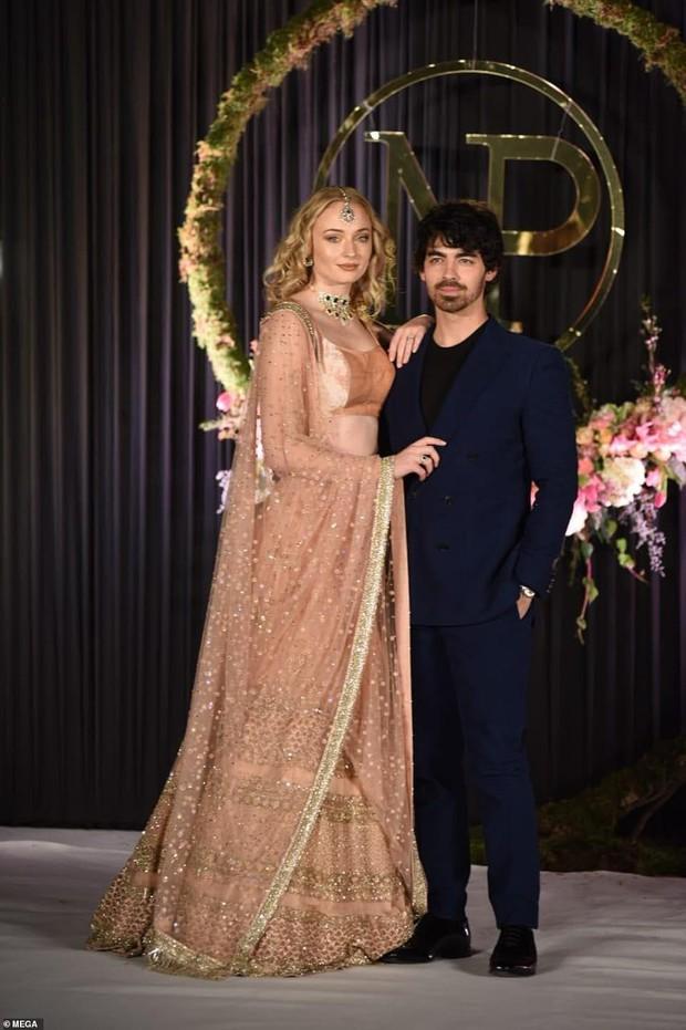 Nick Jonas và Hoa hậu Thế giới hạnh phúc ngập tràn trong bữa tiệc cưới có cả Thủ tướng Ấn Độ tham dự - Ảnh 11.