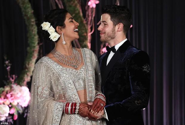 Nick Jonas và Hoa hậu Thế giới hạnh phúc ngập tràn trong bữa tiệc cưới có cả Thủ tướng Ấn Độ tham dự - Ảnh 8.