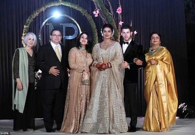Nick Jonas và Hoa hậu Thế giới hạnh phúc ngập tràn trong bữa tiệc cưới có cả Thủ tướng Ấn Độ tham dự - Ảnh 10.
