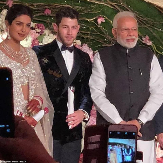 Nick Jonas và Hoa hậu Thế giới hạnh phúc ngập tràn trong bữa tiệc cưới có cả Thủ tướng Ấn Độ tham dự - Ảnh 2.