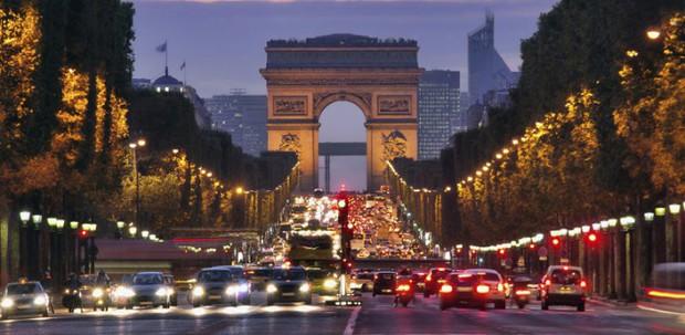 Biểu tình Paris qua lời kể của du học sinh Việt: Cuộc sống ngày thường vẫn rất ổn, bất chấp bạo loạn vào cuối tuần - Ảnh 2.