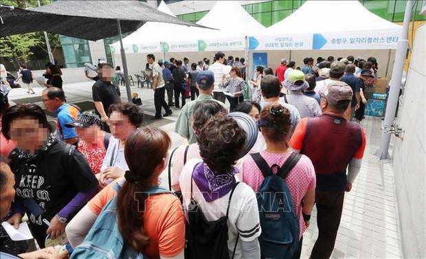 Già hóa dân số đẩy nhiều thanh niên Hàn Quốc vào cảnh thất nghiệp - Ảnh 1.