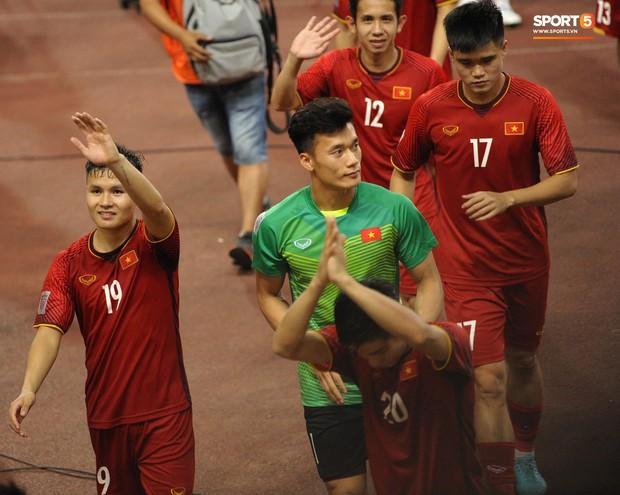 Xuân Trường, Văn Toàn check-in cực nhắng cùng hội anh em cây khế sau trận thắng Philippines - Ảnh 8.