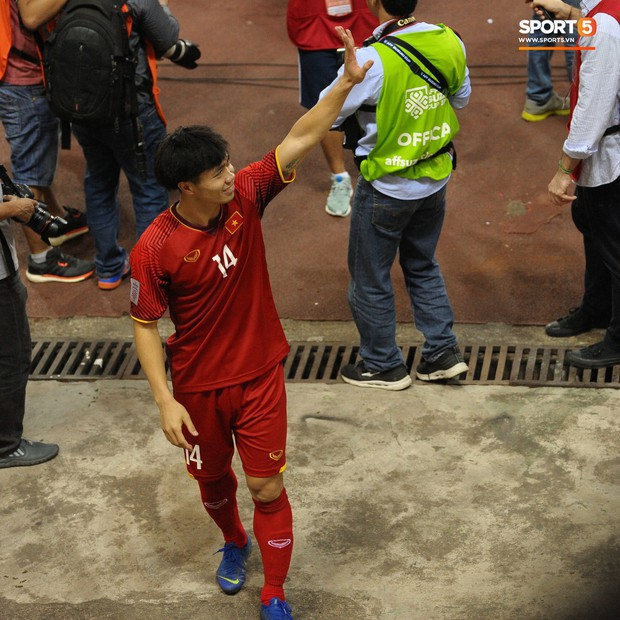 Xuân Trường, Văn Toàn check-in cực nhắng cùng hội anh em cây khế sau trận thắng Philippines - Ảnh 9.
