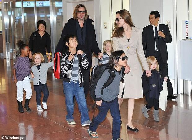 Kết thúc cuộc chiến kéo dài 2 năm, Angelina Jolie đã để cho Brad Pitt có quyền nuôi con như anh muốn - Ảnh 1.