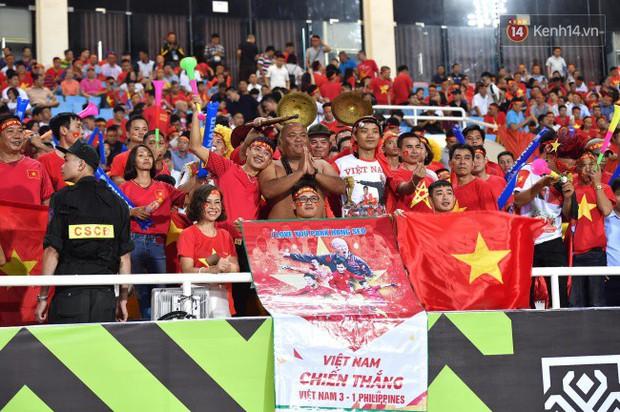 Những khoảnh khắc từ hồi hộp, tiếc nuối đến vỡ òa cảm xúc khi Việt Nam chính thức bước vào chung kết AFF Cup 2018 - Ảnh 1.