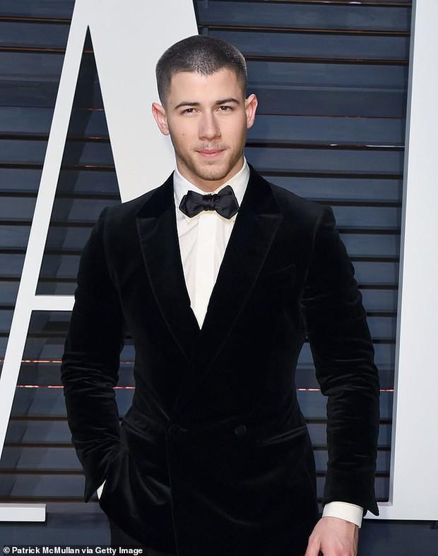 Dân tình bức xúc chỉ trích bài báo tố Hoa hậu Thế giới lừa Nick Jonas cưới cô để nổi tiếng hơn - Ảnh 3.