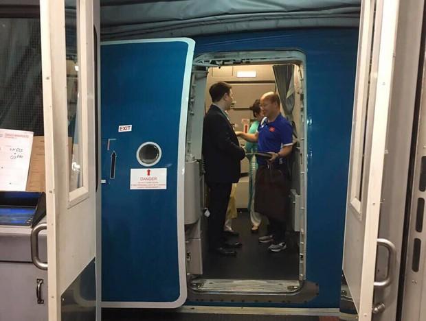 Vietnam Airlines tiếp tục tăng chuyến, đưa máy bay Airbus A350-900 chở cổ động viên sang Malaysia cổ vũ cho đội tuyển Việt Nam - Ảnh 2.