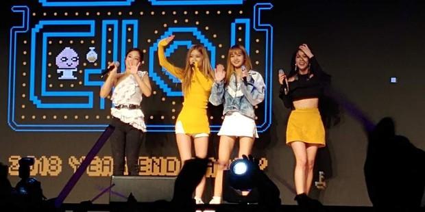 Chắc để đỡ mang tiếng thiên vị, stylist cho cả 4 thành viên Black Pink mặc đồ cũ từ 3 show trước đi biểu diễn - Ảnh 1.