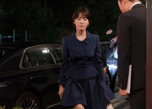 Không hẹn mà gặp, Song Hye Kyo lẫn Hyun Bin đều bế tắc trong hôn nhân ở hai bộ phim đối đầu đình đám - Ảnh 3.