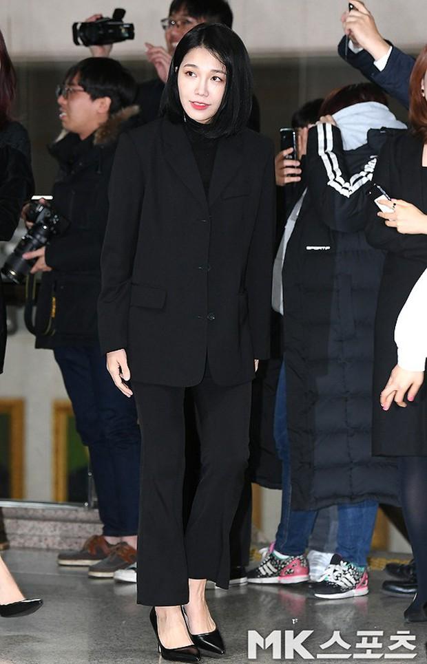 Thảm đỏ gây sốc: 2 thảm họa thẩm mỹ Kpop lộ mặt cứng đơ, Park Hae Jin đọ chân siêu dài bên nam thần mới nổi - Ảnh 10.
