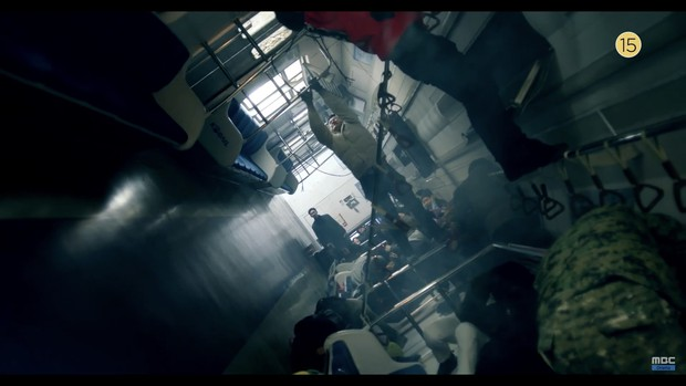 Thái tử Joo Ji Hoon bị siết cổ trong teaser phim mới Item - Ảnh 4.
