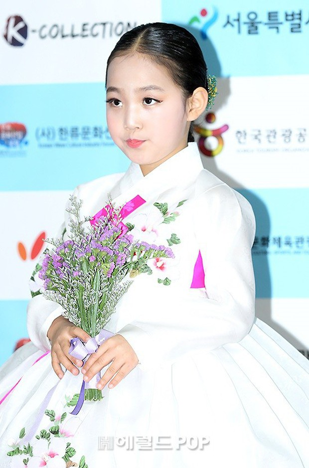 Thảm đỏ gây sốc: 2 thảm họa thẩm mỹ Kpop lộ mặt cứng đơ, Park Hae Jin đọ chân siêu dài bên nam thần mới nổi - Ảnh 22.