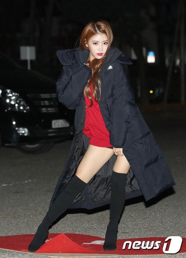Dàn idol Kpop gây náo loạn tại Music Bank: Irene quá đẹp nhưng bị nữ idol làm lố lấn át, Wanna One, GOT7 đổ bộ - Ảnh 3.