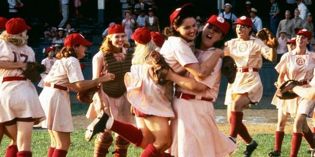 8 hội chị em bá đạo trên màn ảnh rộng Hollywood: Hết lập băng đảng đi cướp tới săn ma - Ảnh 2.