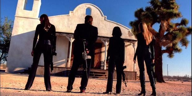 8 hội chị em bá đạo trên màn ảnh rộng Hollywood: Hết lập băng đảng đi cướp tới săn ma - Ảnh 4.