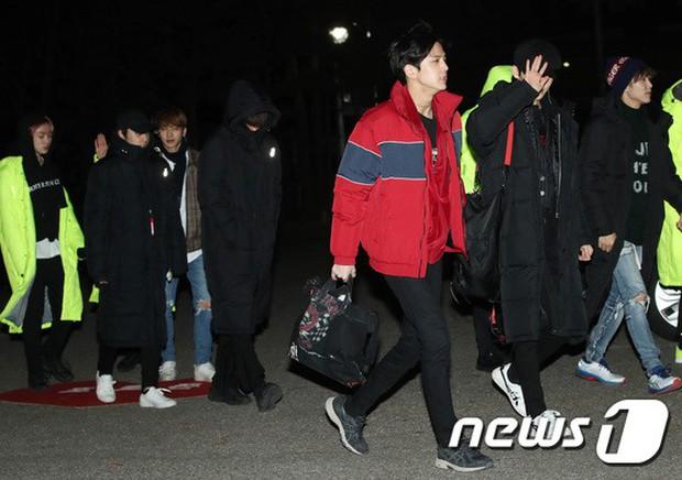 Dàn idol Kpop gây náo loạn tại Music Bank: Irene quá đẹp nhưng bị nữ idol làm lố lấn át, Wanna One, GOT7 đổ bộ - Ảnh 26.