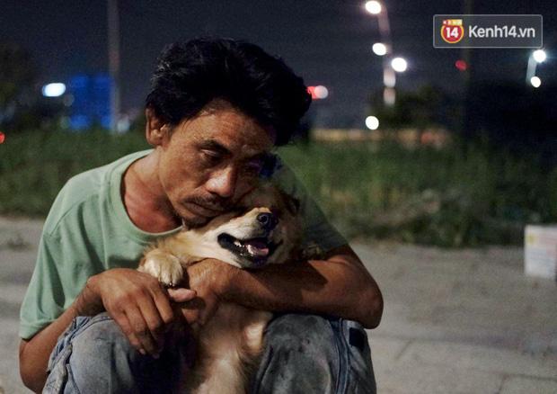 Điều kỳ diệu đã xuất hiện: Chú chó mù trở về bên anh đánh giày câm sau hơn nửa tháng mất tích - Ảnh 4.