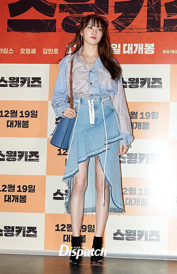 """Quả là Gigi Hadid, diện áo """"luộm thuộm"""" như Lee Sung Kyung mà trông khác biệt hoàn toàn - Ảnh 2."""