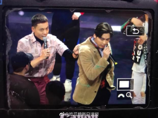 8 khoảnh khắc hot tại Hoa Biểu: Luhan lặng lẽ ngắm nhìn người yêu, Đặng Siêu lôi kéo cả dàn sao khủng chụp selfie - Ảnh 11.