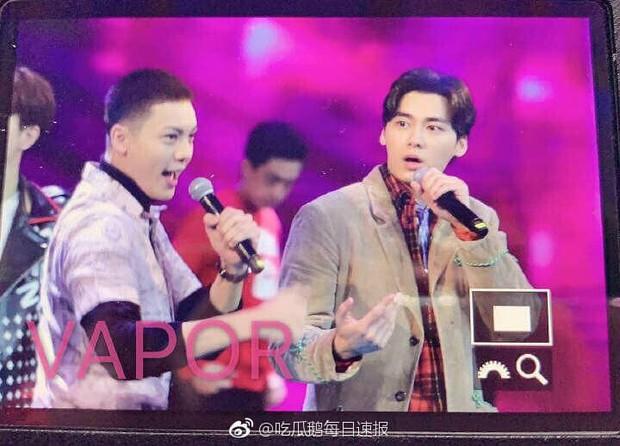 8 khoảnh khắc hot tại Hoa Biểu: Luhan lặng lẽ ngắm nhìn người yêu, Đặng Siêu lôi kéo cả dàn sao khủng chụp selfie - Ảnh 12.