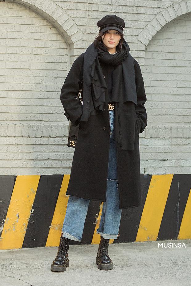 Street style giới trẻ Hàn mang đến cả kho bí kíp mặc nhồi mà vẫn trendy hết nấc cho ngày mưa rét, hay nhất là loạt công thức với áo phao - Ảnh 10.
