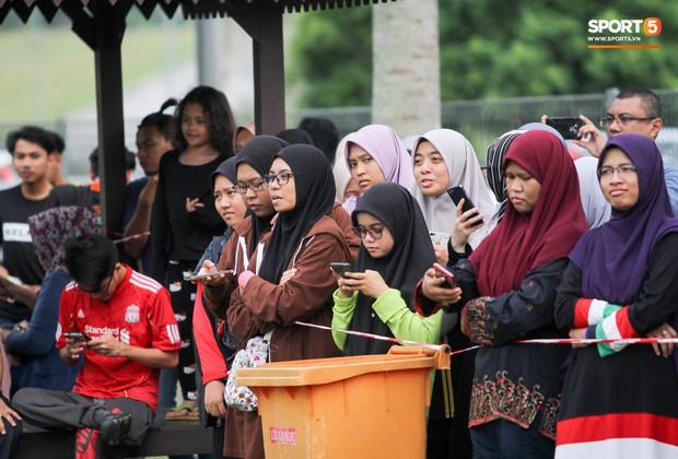 Tuyển Malaysia cho thủ môn tập bài lạ với bóng… 5 kg - Ảnh 11.