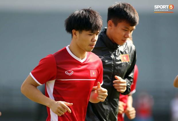 Đội tuyển Việt Nam chia nửa vui, buồn trong buổi tập đầu tiên trên đất Malaysia - Ảnh 8.