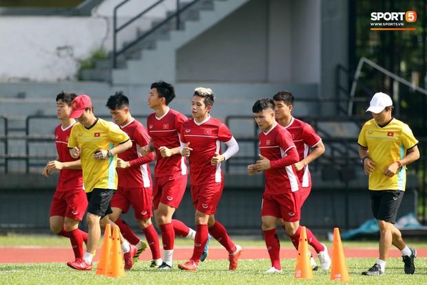 Đội tuyển Việt Nam chia nửa vui, buồn trong buổi tập đầu tiên trên đất Malaysia - Ảnh 7.