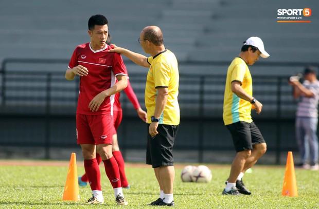 Đội tuyển Việt Nam chia nửa vui, buồn trong buổi tập đầu tiên trên đất Malaysia - Ảnh 5.