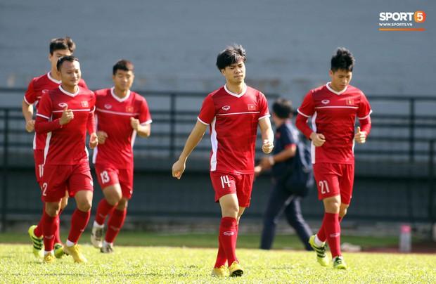 Đội tuyển Việt Nam chia nửa vui, buồn trong buổi tập đầu tiên trên đất Malaysia - Ảnh 9.