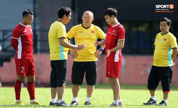 Đội tuyển Việt Nam chia nửa vui, buồn trong buổi tập đầu tiên trên đất Malaysia - Ảnh 1.