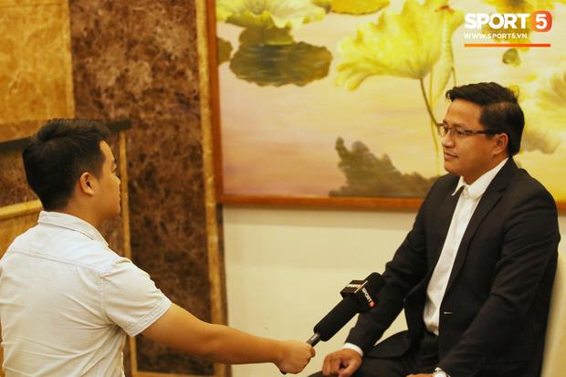 Người hiến kế di dời 40 quả cầu đá tin rằng tuyển Việt Nam sẽ nâng Cúp vô địch AFF - Ảnh 3.