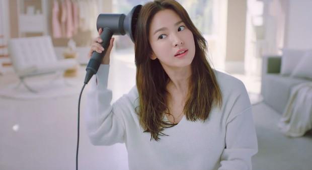 Bắt cặp với trai trẻ Park Bo Gum kém tận 12 tuổi, Song Hye Kyo vẫn trẻ đẹp ngời ngời là nhờ những bí quyết này - Ảnh 5.