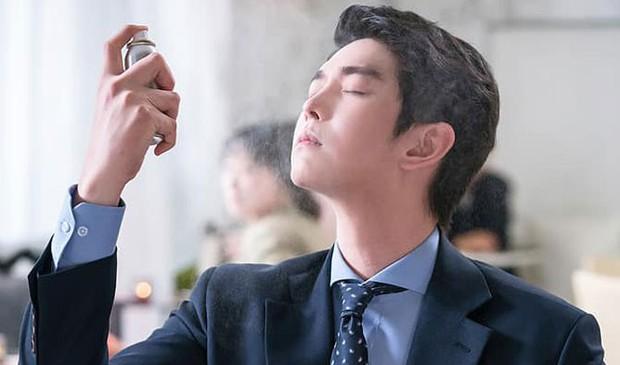 """Xem """"Cô Tiên Dọn Dẹp"""" của Kim Yoo Jung, khán giả lại chỉ để ý đến… cái bình xịt của nam chính - Ảnh 1."""