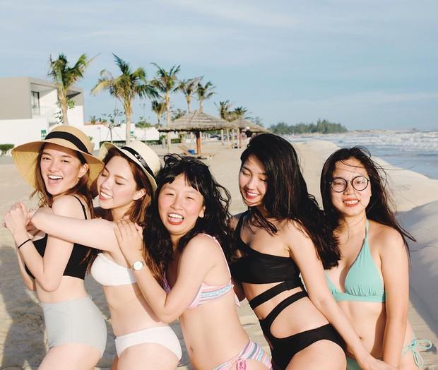 Hội bạn thân Trinh Xíu, Trang Hý, Kaity rủ nhau khoe dáng nuột với bikini - Ảnh 1.