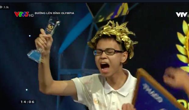 Sau 19 năm chờ đợi, nam sinh Chuyên Lý trường Phan Bội Châu vào Chung kết Olympia 2019, mang về cầu truyền hình đầu tiên cho ngôi trường này! - Ảnh 4.
