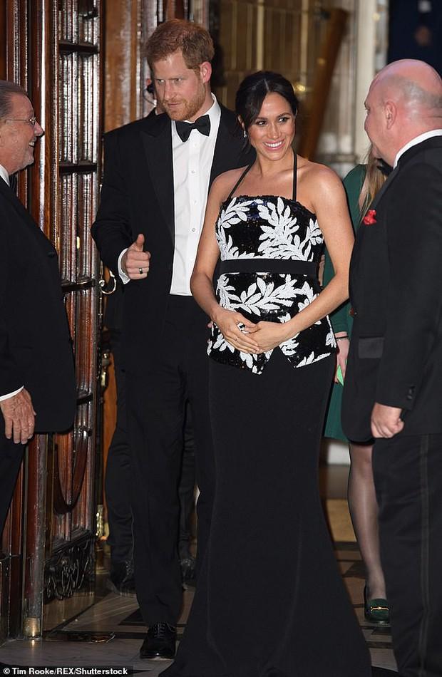 Vợ chồng Công nương Kate tránh chạm mặt em dâu Meghan và Harry trong sự kiện quan trọng của hoàng gia - Ảnh 1.