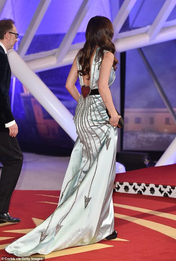 Người đẹp 50 Sắc Thái Dakota Johnson hút hết mọi ánh nhìn vì thả rông vòng 1 quá gợi cảm - Ảnh 4.