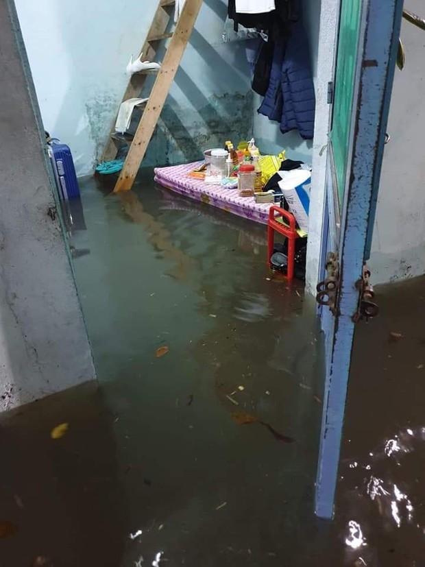 Sinh viên mếu máo nhìn nhà trọ chìm trong biển nước sau trận ngập nghiêm trọng chưa từng có tại Đà Nẵng - Ảnh 6.