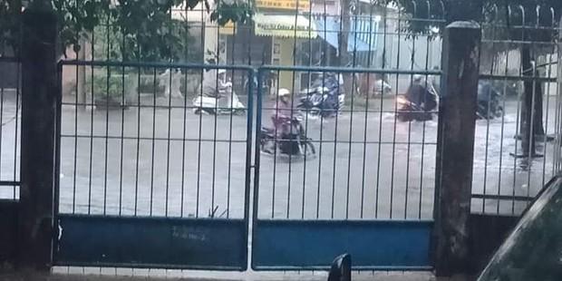 Sinh viên mếu máo nhìn nhà trọ chìm trong biển nước sau trận ngập nghiêm trọng chưa từng có tại Đà Nẵng - Ảnh 7.