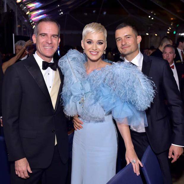 Katy Perry hứng gạch vì ghen tuông chi hơn 1 tỷ đồng ngăn fan hẹn hò với bạn trai Orlando Bloom - Ảnh 1.
